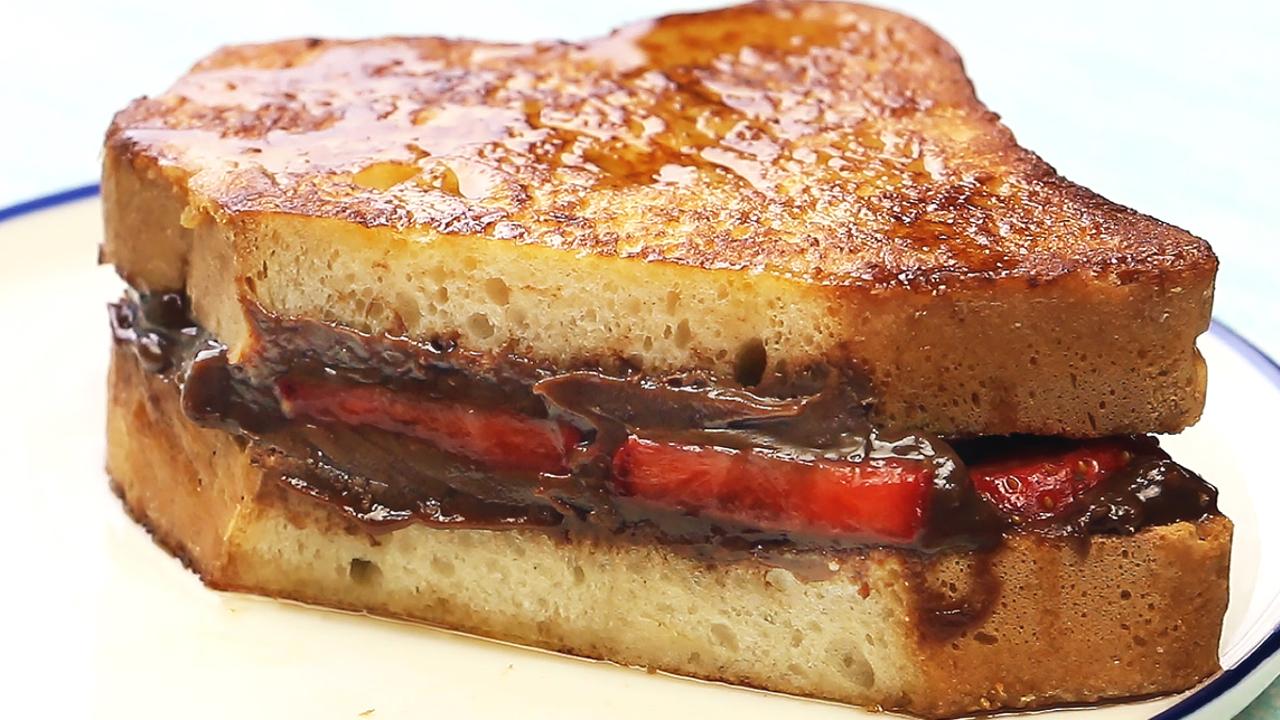French Toast mit Nutella und Erdbeeren