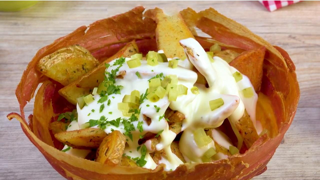 Cremiges Kartoffel Raclette in knuspriger Schale aus Bacon