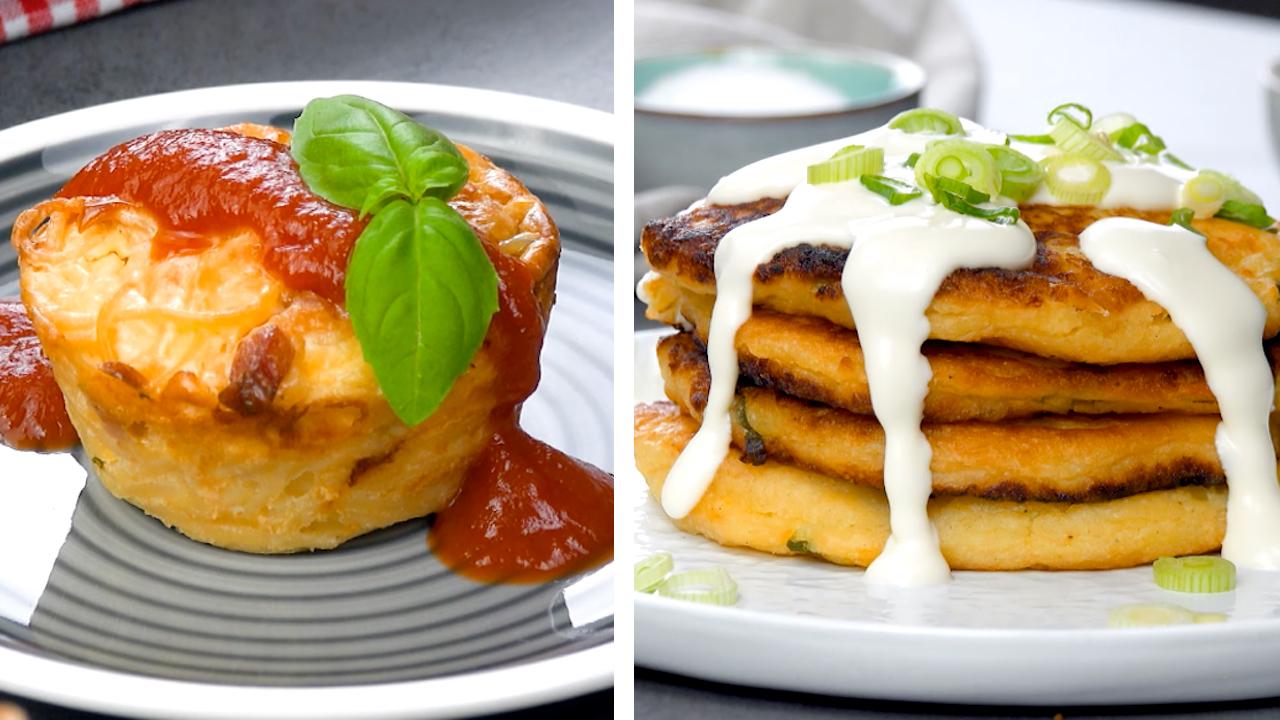 Auf der linken Seite sieht man einen Spaghettimuffin und auf der rechten Seite sieht man einen Stapel von Kartoffelpfannkuchen