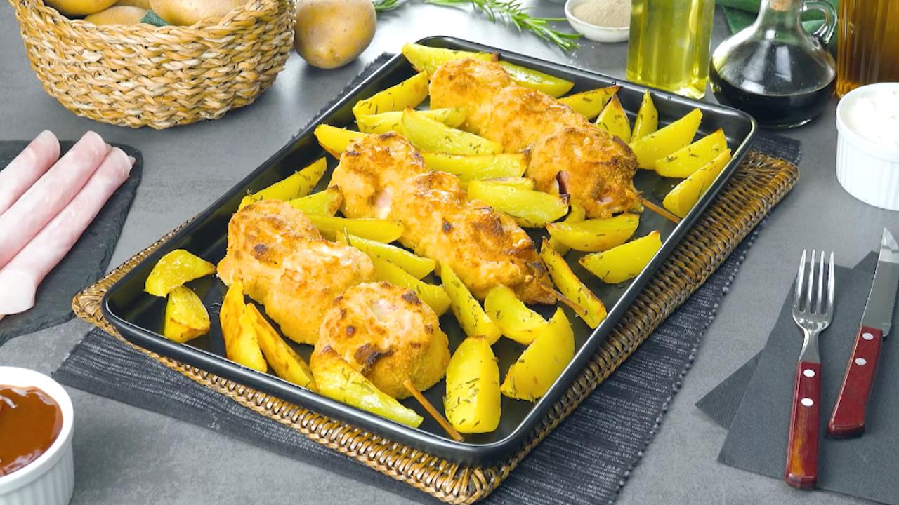 Hähnchen Cordon Bleu als leckerer Spieß mit Kartoffelspalten