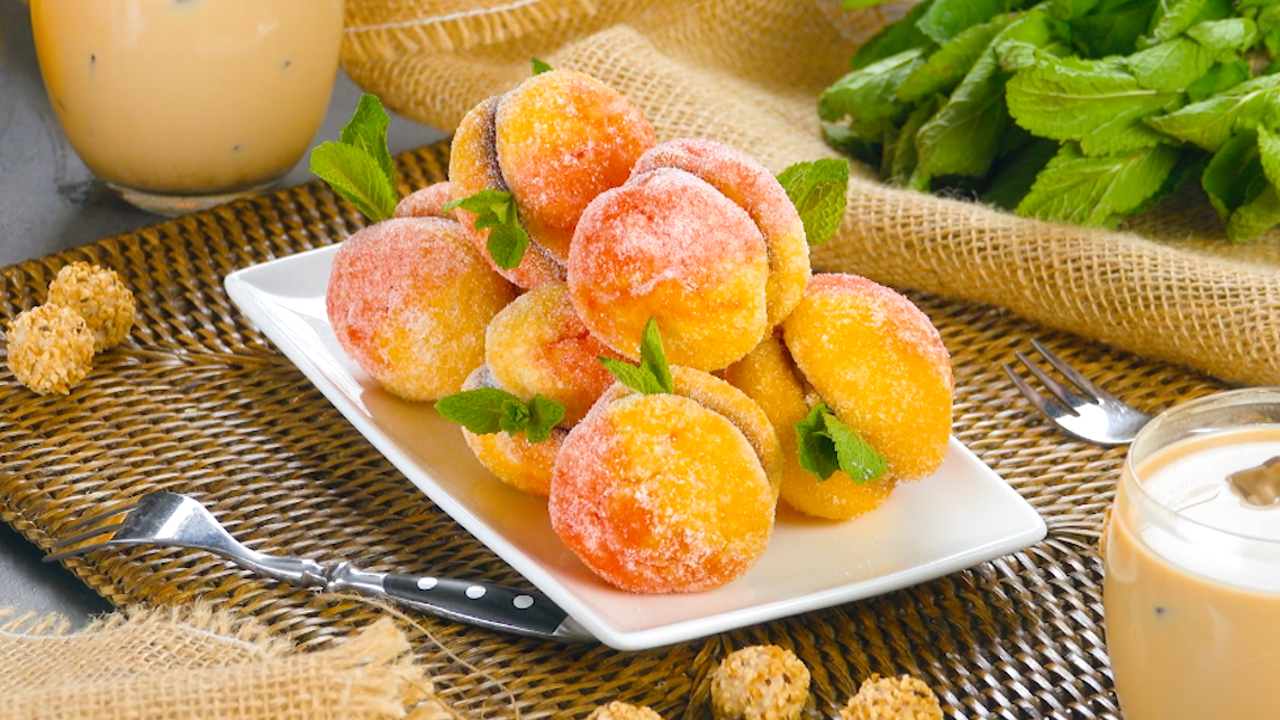 Leckere Kekse mit Giotto, die aussehen wie Pfirsiche