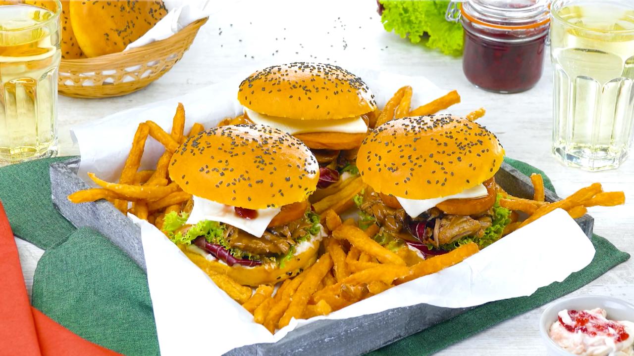 Thanksgiving Burger mit Pulled Turkey und Kürbis Buns