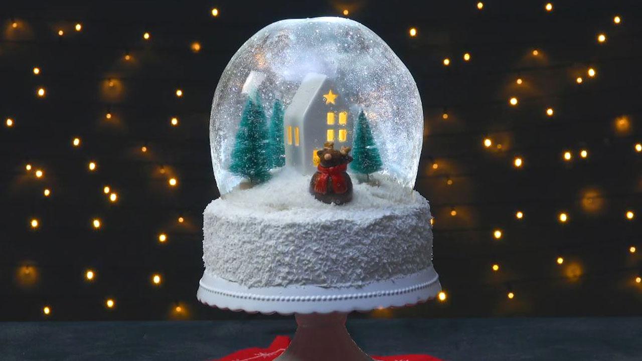 Essbare XXL Schneekugel als Kuchen verzückt Groß und Klein