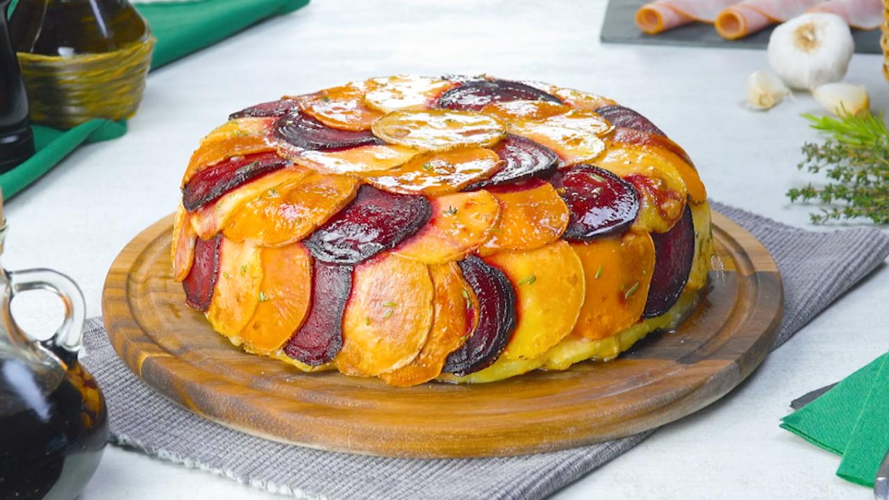 Herzhafter Kartoffelkuchen mit rote Bete, Schinken und Sahne