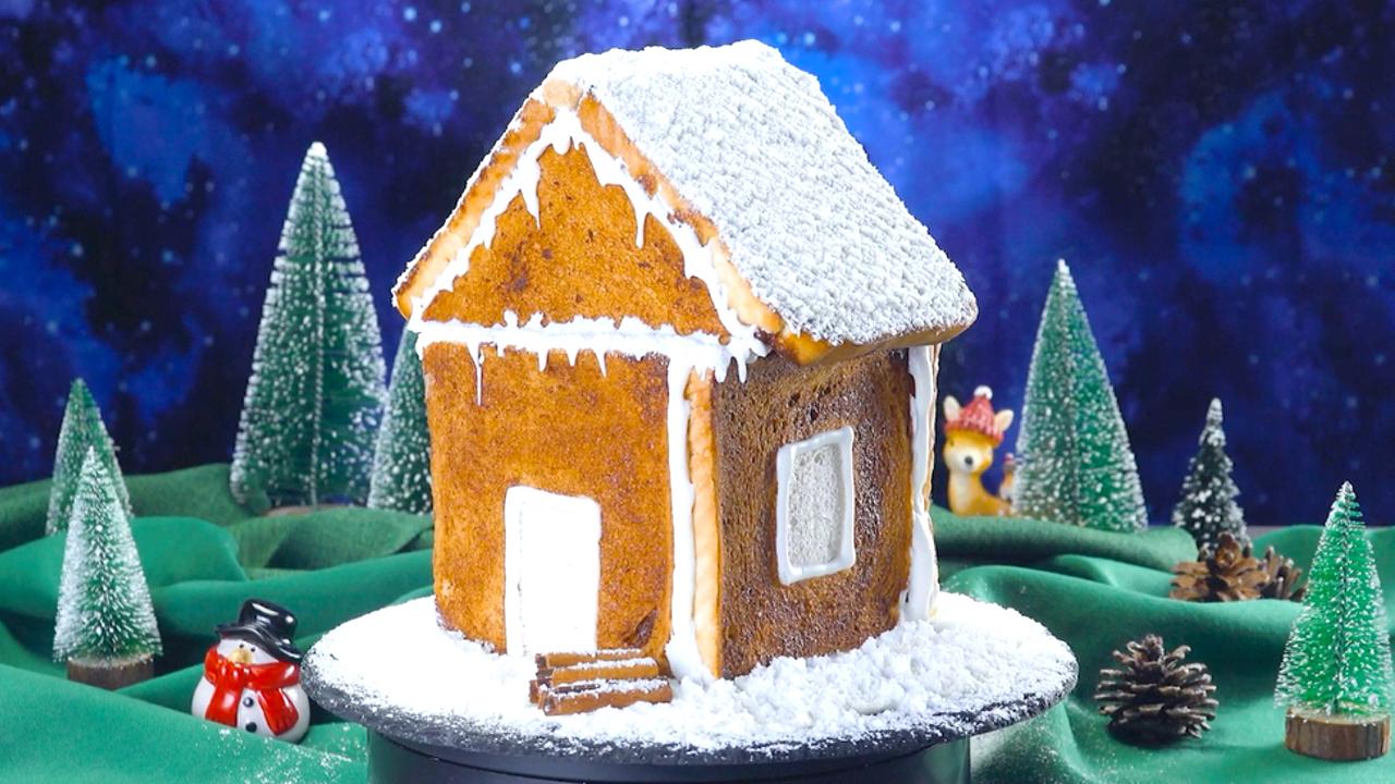 Fürs Frühstück | Weihnachtliches Toastkuchenhaus aus Toast, Nutella & Bananen