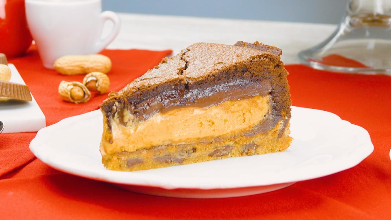 Erdnussbutterkuchen mit Keksteig und Brownie