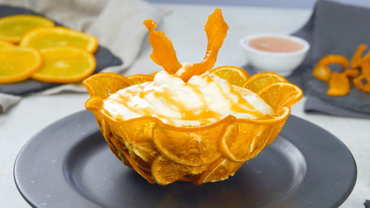 Orangenmousse in einer hübschen Fruchtschale