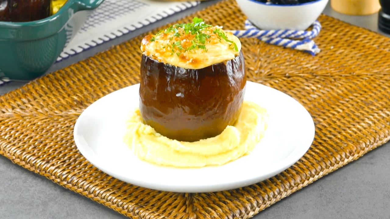 Auberginen mit Lammhack und Käsesoße auf Kartoffelpüree