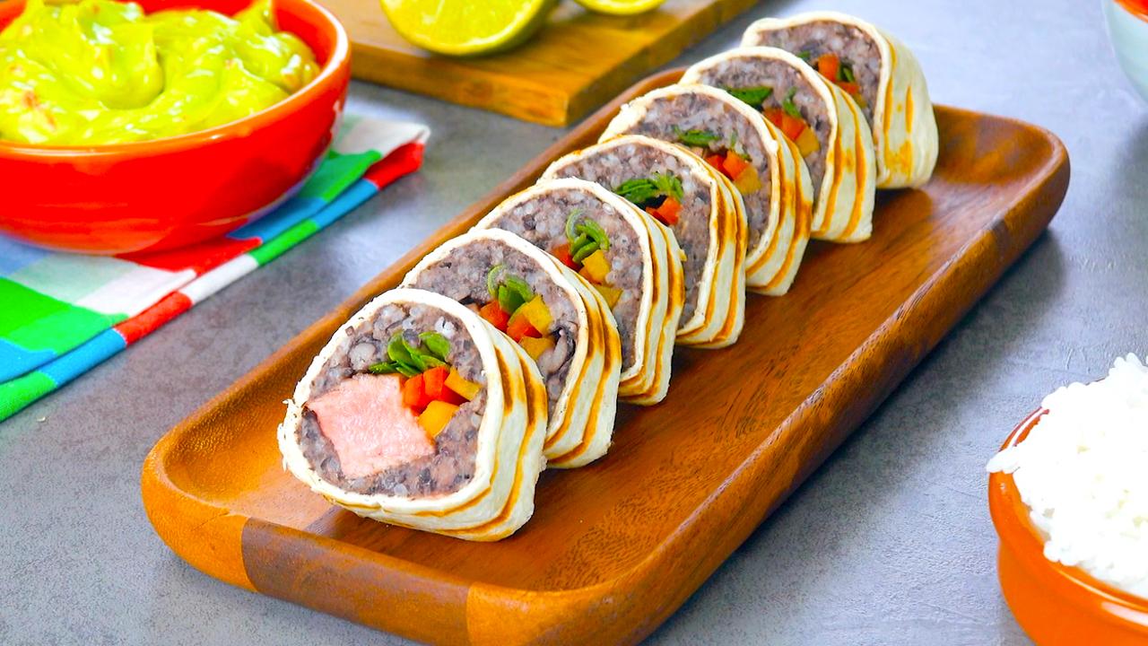 Serviertes Sushi mit Rumpsteak und Bohnenmus