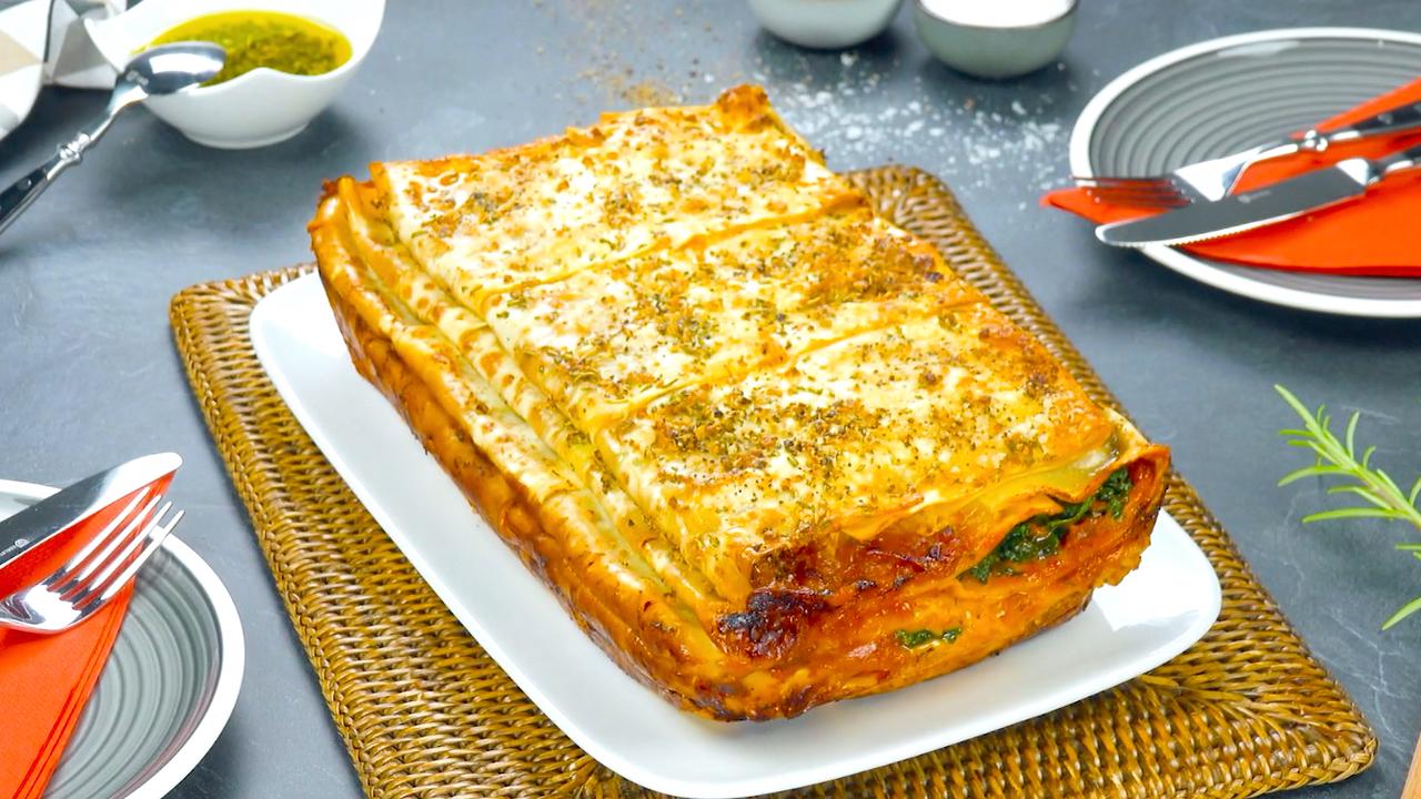 Frisch aus dem Ofen, Lasagne aus gefalteten Lasagneplatten | Lasagne Rezept