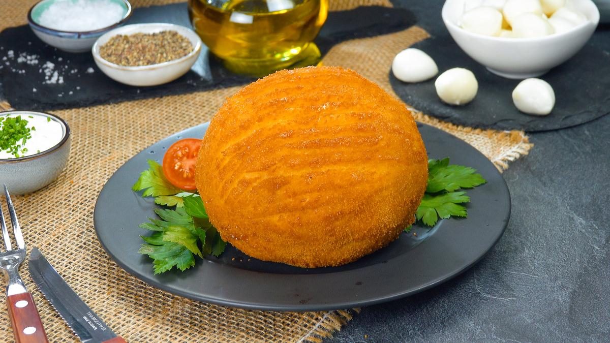 Gefüllte gekochte Kartoffel frittiert