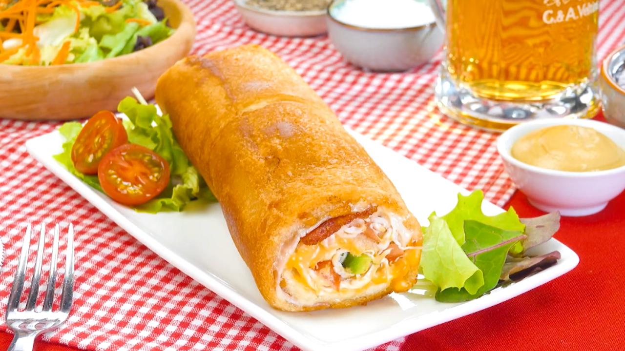 Leckere Club Sandwich Rolle! Mit Bacon, Käse und Avocado