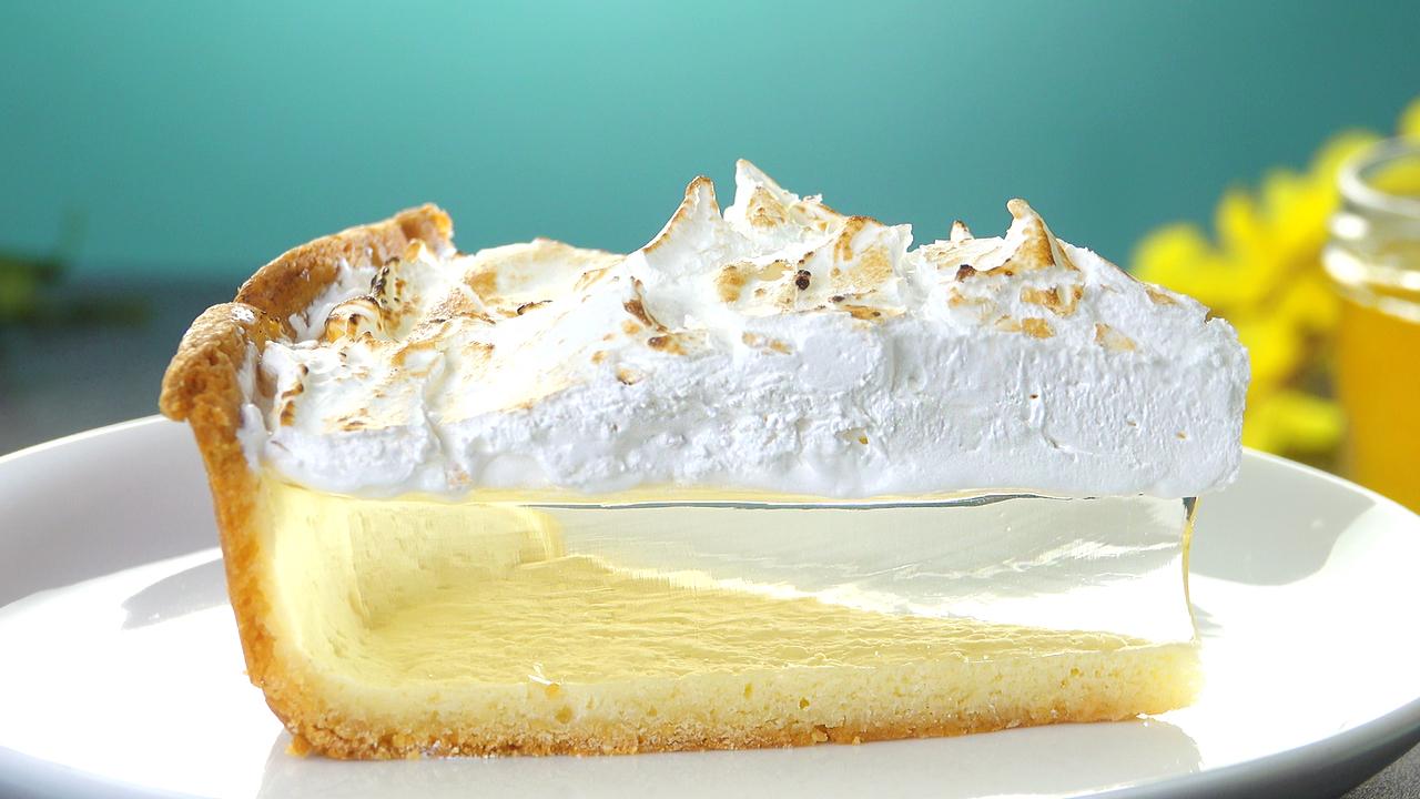Durchsichtiger Zitronenkuchen mit Baiser