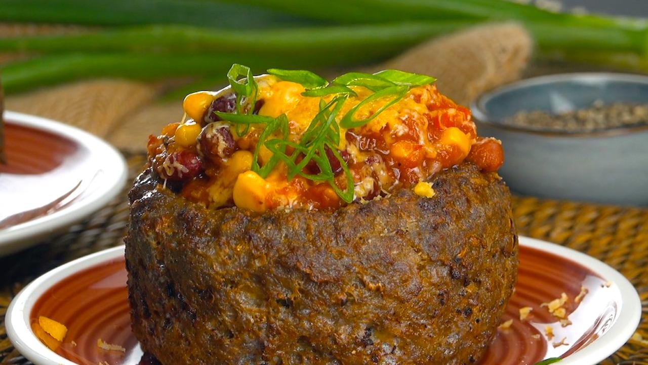 Chili con Carne | Chili in einer Schale aus Hackfleisch